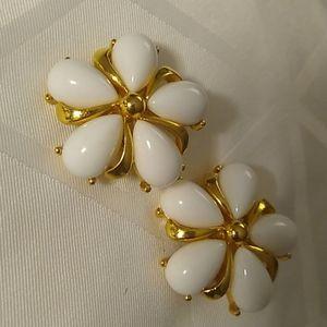 Trifari vintage clip on earrings